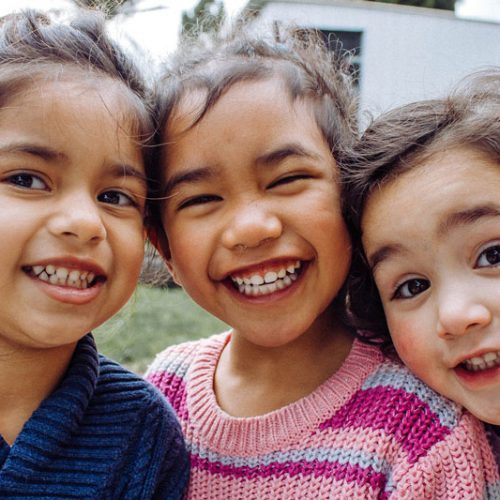 Bambine-che-ridono